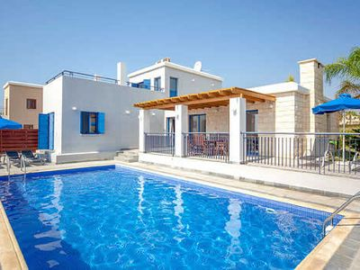Photo for Well-located villa with 3 en suites, a pool, Wi-Fi and plenty of entertainment options