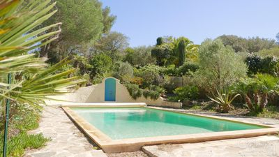 Photo for Villa on the peninsula of Giens with pool and quiet Mediterranean garden