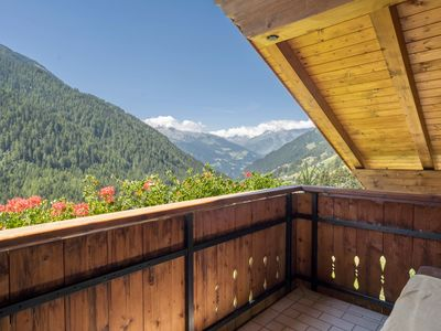 """Photo for Cosy holiday apartment """"Haus Hubertus - FeWo 6"""" with Wi-Fi, mountain view, balcony and beautiful view; restaurant and parking available"""
