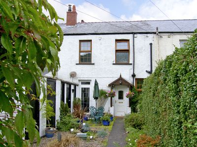 Photo for Railway Cottage, FAIRBOURNE