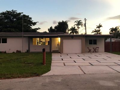 Photo for Smart Home w Grand Master Suite for 8-Private Back Yard+Wilton Manors+Las Olas