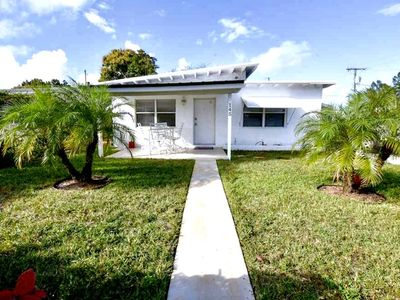 Photo for Contemporary Modern House 5 Minutes Away From Beaches