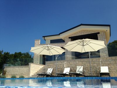 Photo for Villa for 8 persons, infinity pool, stunning view of the bay, quiet location