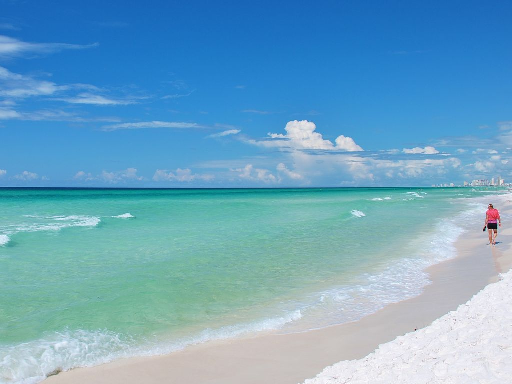 2 beach chairs on the beach - Gulfcrest 2 Br Includes Beach Chairs King Size Beds In Both Brs