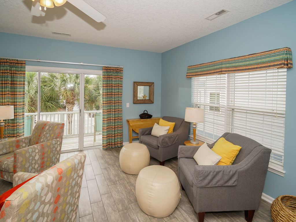 *SUMMER SPECIAL* Oceanview Home w/ Furnished Decks & Free WiFi