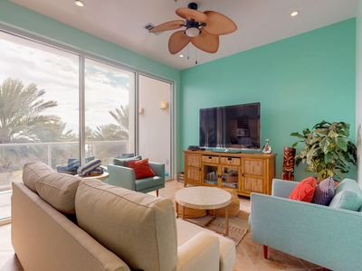 Diamond Beach condo with shared pool & hot tub, right on the Gulf of Mexico!