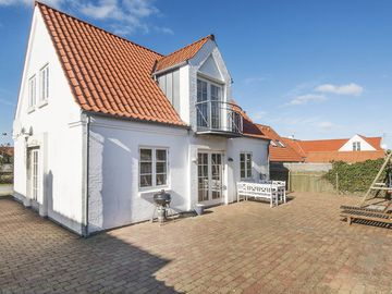 The cottage is a newer townhouse in 2 levels, with an enclosed garden.