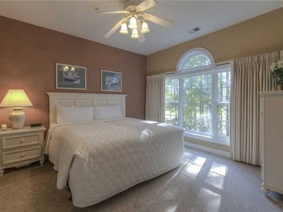 Golf Views, Large Pool, Comfortable. Perfect for Golfers and Small Groups