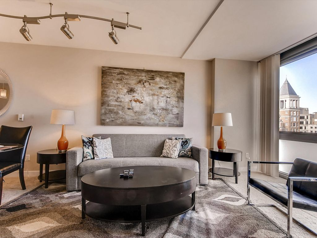 Luxury Spacious Apartments in the Heart of Penn Quarter with easy access to  Newsuem - Luxury 1 bed