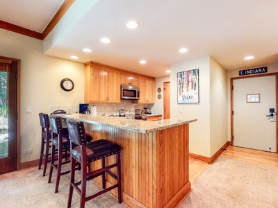 Photo for Skier's paradise w/balcony, shared pool & hot tub, free WiFi - close to downtown