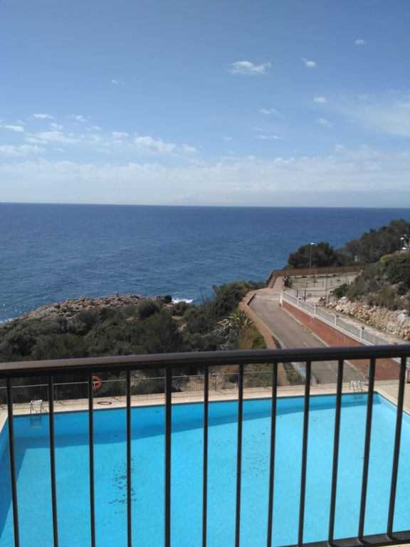 Votre place appartement en bord de mer parking piscine for Phare de piscine