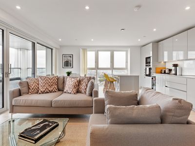 Photo for Stunning 3 Bed Apt w/Decorated int nr Kennington