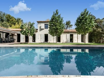 Photo for Contemporary villa in the countryside in Aix en Provence