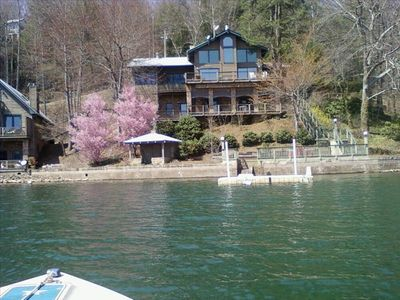 Gorgeous Mountain Home - Lakefront Property