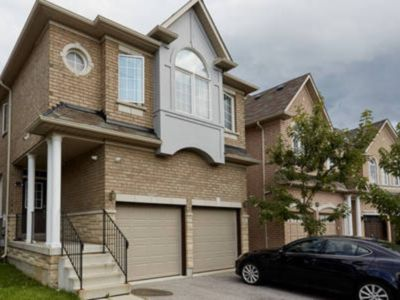 Photo for Luxury Spacious house in heart of Richmond hill