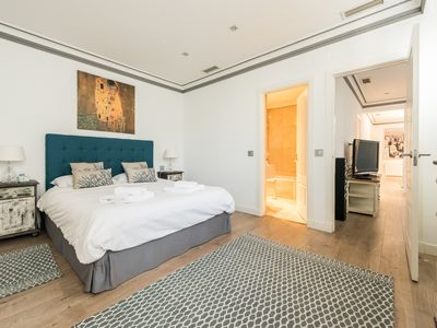 Photo for BEAUTIFUL 120mts FLAT AT PUERTA DE ALCALÁ-RETIRO PARK 6Pax