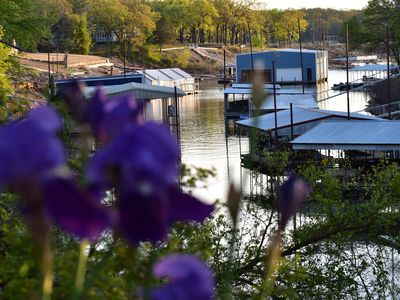 Cabin on texoma shores private boat dock vrbo for Lake texoma cabins with hot tub
