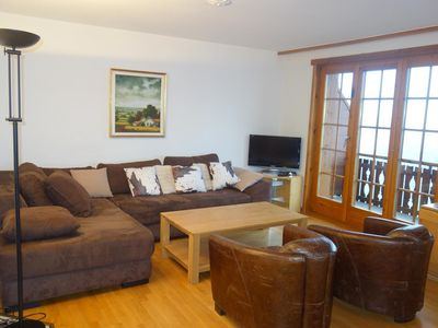 Photo for 3*, 3-bedroom-apartment for 6-8 people across the skilift. Bright living room with a sofa bed for tw