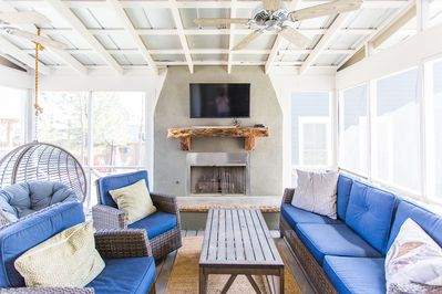 Beautiful Home With Screened Porch And Outdoor Fireplace