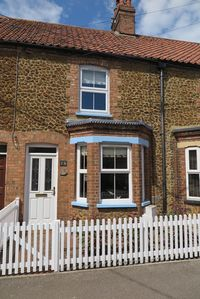Photo for Charming self catering cottage located in the pretty village of Heacham