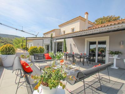 Photo for Modern Villa with infinity pool  et  panoramic view over the Gulf of Saint-Tropez