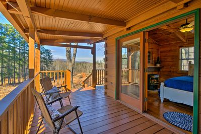 The cozy cabin offers ample outdoor space - all with beautiful mountain views!