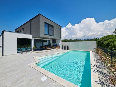 Photo for Luxury villa with private pool and near the sea