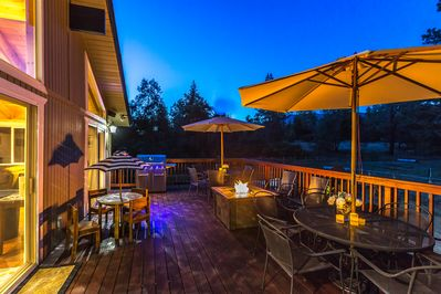 2nd floor deck to entertain on with propane fire pit to roast marshmallows on