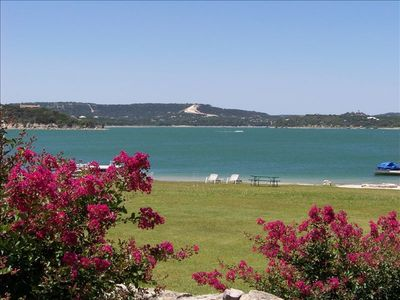 Beautiful Montina Beach on Lake Travis - Walk to the Water!