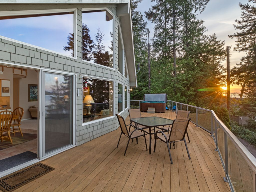 Newly listed waterfront near roche harbor vrbo for Roche harbor resort cabins