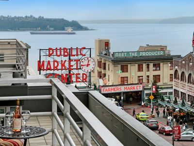 Photo for 2 Bedroom 2 Bath Jazzy Market Oasis✺STEPS FROM PIKE PLACE MARKET✺10/27-11/23