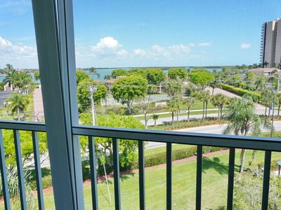 Photo for Inviting condo w/ heated pool, short walk to South Beach & Caxambas Boat Park