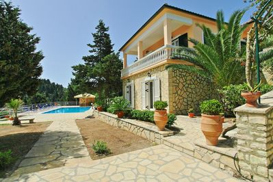 Villa with swimming pool and panoramic views