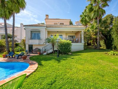 Photo for Luxurious Villa With Private Pool, Walking Distance to the Beach