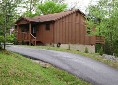 Avalon Ridge-Cabin has a paved driveway for easy access