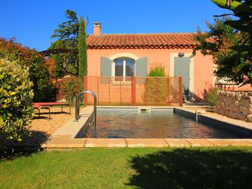 Provence, in the heart of the Alpilles, heated pool, quiet guaranteed.