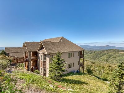 Photo for Mountain vista deluxe condo w/updated furnishings, wide views, & stone fireplace