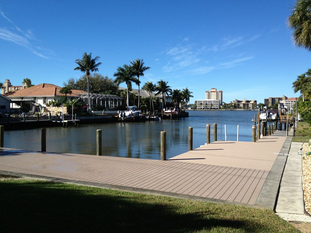 Naples Happiest Waterfront Walk To Beach Large Pool Beautiful Bay View