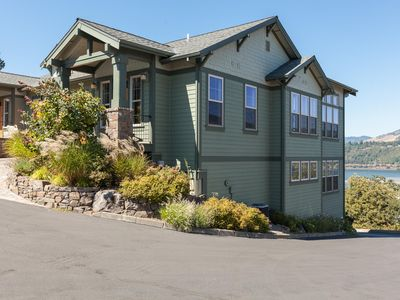 Photo for NW Luxury, Deck w/ Expansive Views, and walking distance to downtown HR