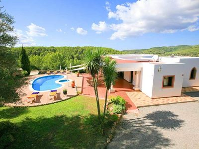 Photo for Stylish country house with complete privacy and private pool in natural setting