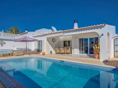 Photo for 3 bedroom villa with heated swimming pool in walking distance of Carvoeiro