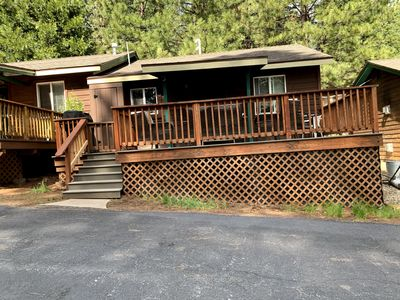 Cozy, pet friendly with newly remodeled kitchen & bath in resort on lakeshore.