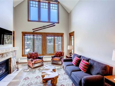 Photo for Spacious condo with vaulted ceilings, on-site pool & ht