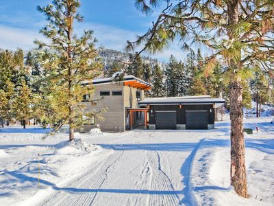 ZayLy Lodge: new modern home located on the river in Leavenworth