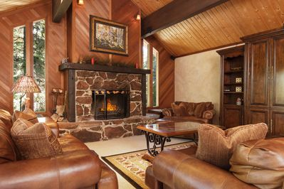 Comfortable, spacious sitting room with surround sound, HD TV.