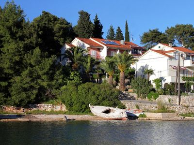 Photo for Two bedroom apartment with balcony and sea view Vrboska (Hvar)