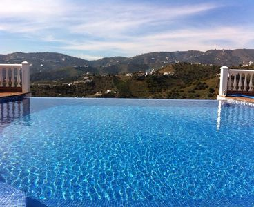 Photo for Exceptional Villa With Large Infinity Pool And Spectacular Views, Close To Nerja