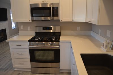 White shaker cabinents, white quartz counter tops, New stainless steel appliance