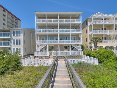 Seaside Days B, Pet Friendly, Oceanfront with Game Room and Shared Pool