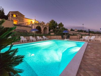 Photo for 5 bedroom Villa, sleeps 10 in Scuola with Pool, Air Con and WiFi